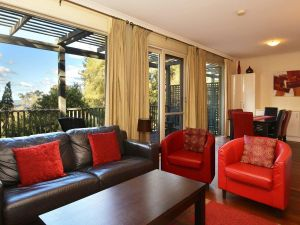 Villa Cypress located within Cypress Lakes - New South Wales Tourism